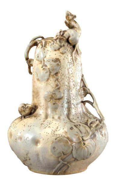 AMPHORA Rare et important vase à corps pansu...