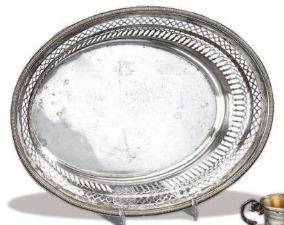 Corbeille à pain en argent ajouré en arcatures,...