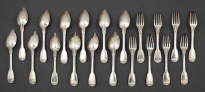 Suite de huit fourchettes et douze cuillères en argent, modèle à filets. Spatules...