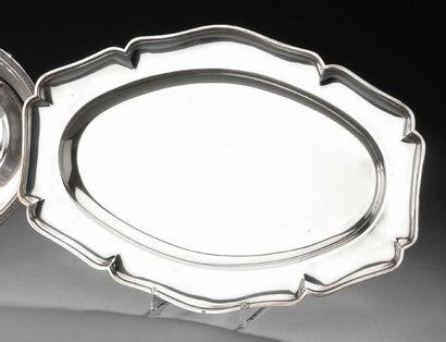 Plat ovale en argent, modèle filet contours....