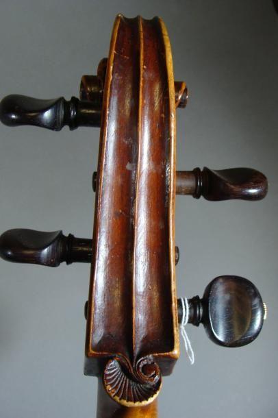 Violoncelle 7/8 de Claude BOIVIN portant l'étiquette fait à Paris 1749 703 mm Etui...