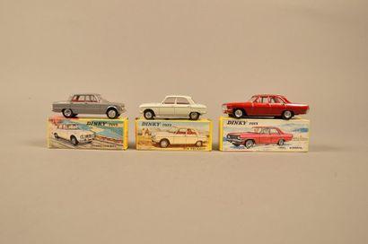 DINKY TOYS Ensemble de trois véhicules dans leurs boîtes comprenant: - Peugeot 204,...