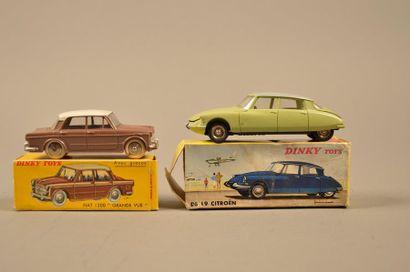 DINKY TOYS Ensemble de deux véhicules dans leurs boîtes comprenant: - Citroën DS...
