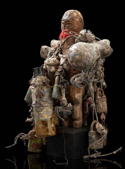Important fétiche - Fon - Benin anc. Dahomey Petite calebasse, bois, cordes, bouteille...