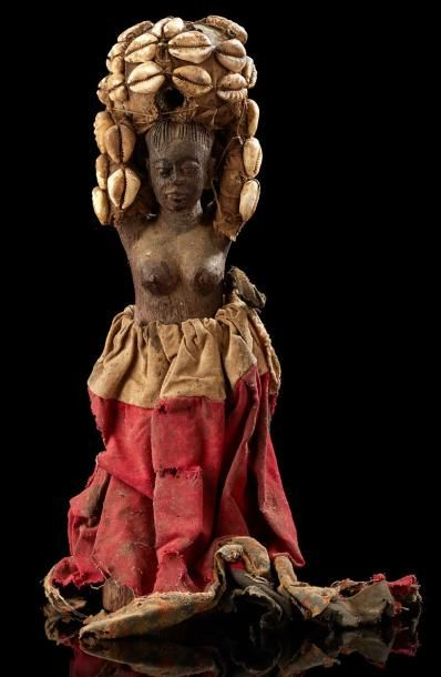 Fétiche - Fon - Bénin anc. Dahomey Bois, tissus, ficelles, cauris, charges magiques....