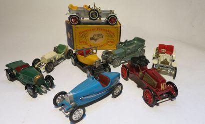 Ensemble de 8 voitures comprenant une Citroën...