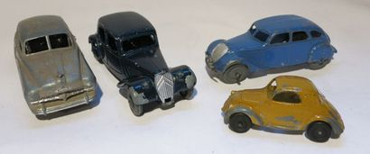 DINKY TOYS Ensemble de 4 voitures sans boîte comprenant une Peugeot 402, une Simca...