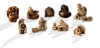 Ensemble de figurines en ivoire (une en bois)...