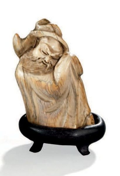 Sculpture en ivoire figurant un homme barbu...