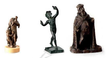Ensemble de trois statuettes dont une en...