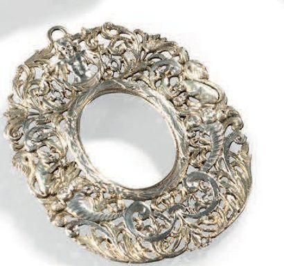 Cadre à miniature en argent et vermeil repoussé, ciselé et ajouré à motifs d'écureuils,...