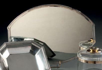 Surtout de table à fond de miroir et monture...