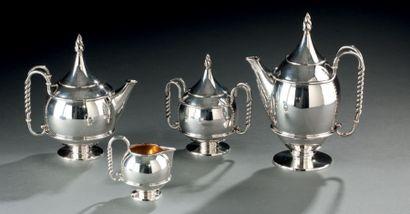 Joli service à thé et café en argent posant...