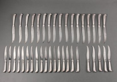 Ménagère de couteaux à manches en argent...