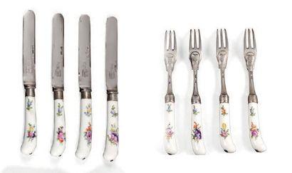 Quatre couteaux et quatre fourchettes à manche...
