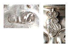 Paire de salerons en argent de forme coquille, intérieur doré. Monogramme surmonté...