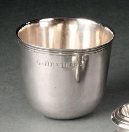 Gobelet dit curon en argent uni et bord fileté....