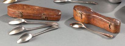 Deux écrins à cuillères en cuir. Epoque XVIIIème...