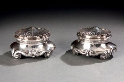 Paire de salerons à couvercle en argent de forme coquille. Monogramme. Paris 1756....