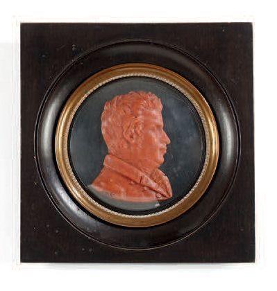 E.S Profil d'homme en cire rouge. Monogrammé E.S. Dim.: 8,5 x 6cm