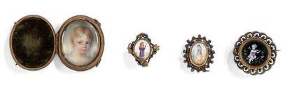 Lot de trois médaillons émaillés polychromes,...