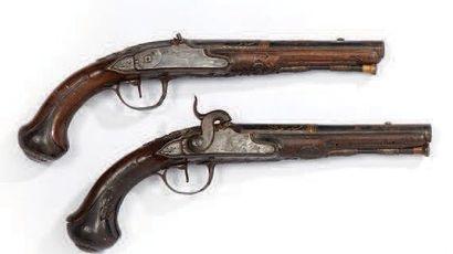 Paire de pistolets à silex transformés à...