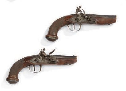 Paire de pistolets à silex, canons octogonaux bleuis et dorés aux tonnerre et aux...
