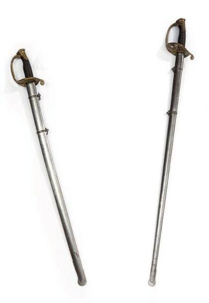 Un sabre d'officier d'infanterie modèle 1855...