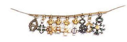 Brochette en or de neuf croix miniatures, dont cinq en or: croix de chevalier de...