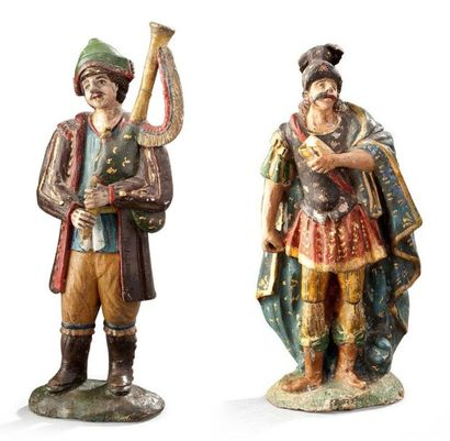 Deux statuettes en terre cuite polychrome...