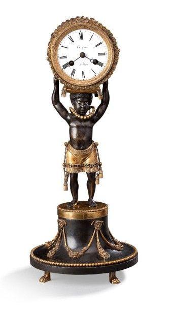 Pendule en bronze ciselé, doré ou patiné, elle représente un négrillon vêtu d'un...