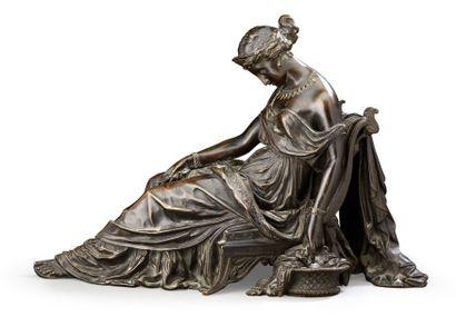 Statuette en bronze ciselé et patiné représentant...