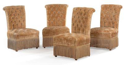 Suite de quatre chaises en velours chamois...