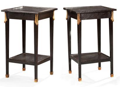 Paire de petites tables étagères pouvant...
