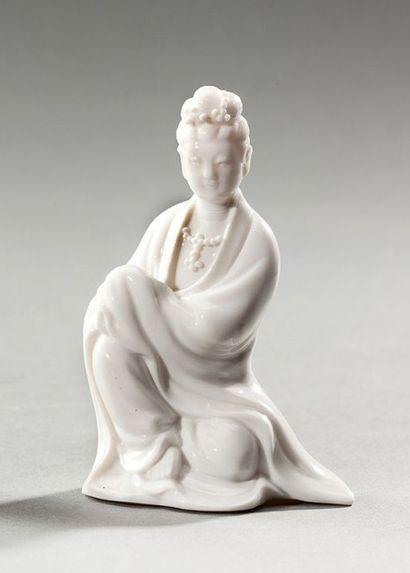 CHINE Guanyin en blanc de Chine H: 10,5 cm