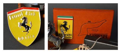Lot comprenant un badge de calandre Ferrari...