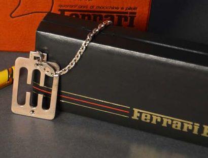 Porte clef représentant une grille de boite...