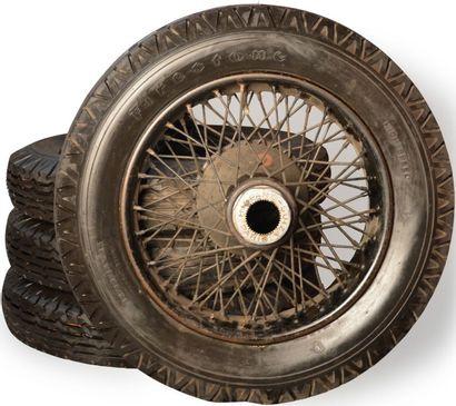 4 Roues fils de marque Hispano-Suiza, sans...