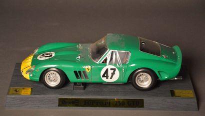 FERRARI 250 GTO, Échelle 1/12e, par REVELL Jouet en métal avec sa boite. Modèle de...