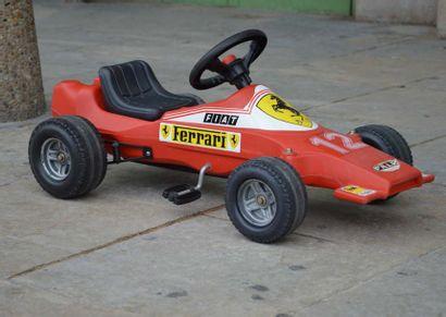Voiture à pédales de type Ferrari, représetant...