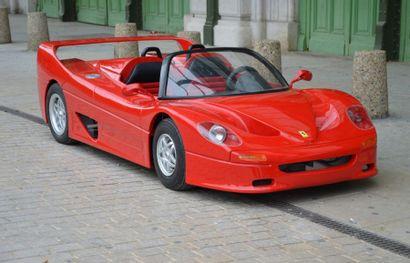 Mini Ferrari représentant une F50 thermique...