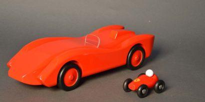 Jouet en bois laqué rouge simulant une Ferrari...