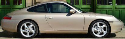 1999 - PORSCHE 996 CARRERA 4 Après le succès légitime de la 911 type 993, Porsche...