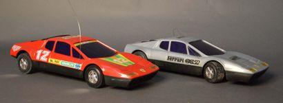 Lot de 2 Ferrari 512BB grise et rouge radiocommandées...