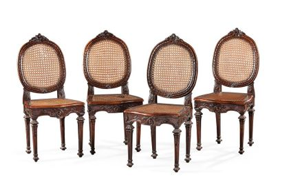 Suite de quatre chaises en bois naturel mouluré de frise, guirlande et fleurettes....