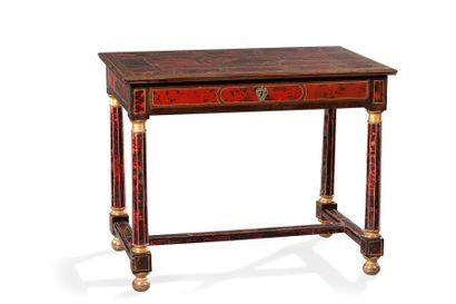 Table de milieu en placage de bois et écaille...