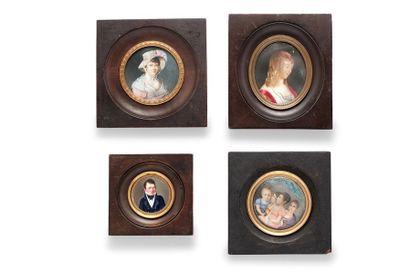 ECOLE FRANCAISE DU XIXème siècle Ensemble de quatre miniatures sur ivoire présentant...