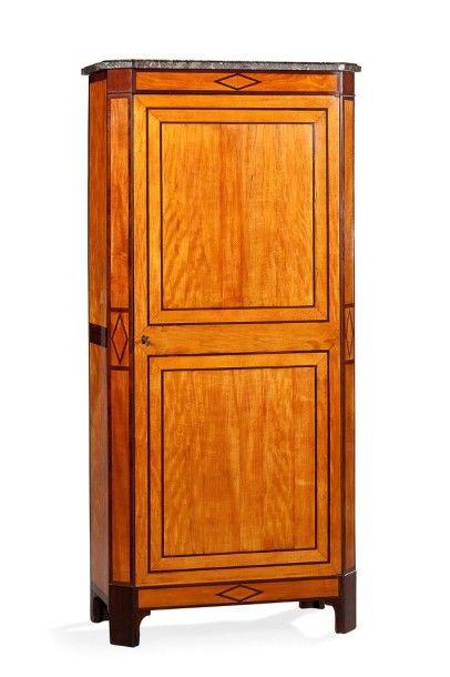 Armoire droite en placage de bois clair et...