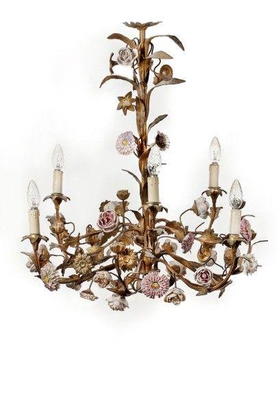 Lustre en bronze doré dans le goût de Meissen à décor de fleurs en porcelaine H:...
