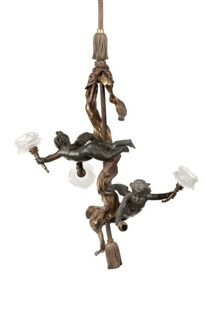 Lustre à deux bras de lumières en bronze...